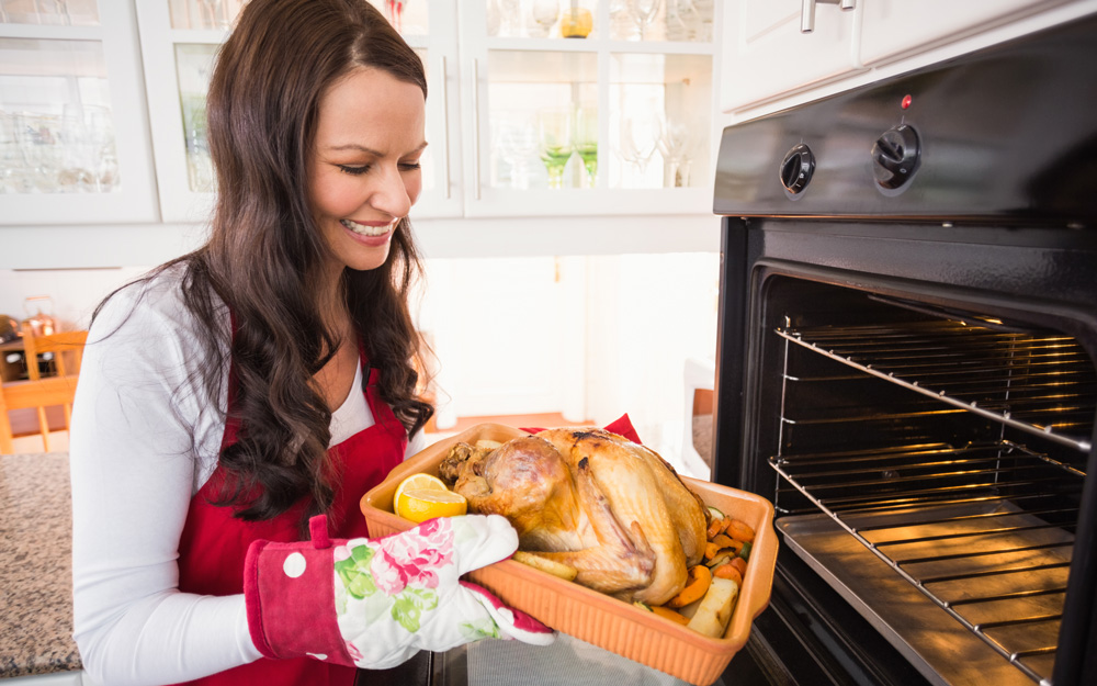 Preventing Common Thanksgiving Injuries in the Kitchen